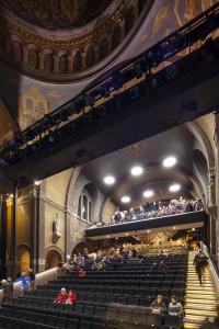 Tijdelijk theater in de O.L.V. Ten Hemelopneming in Helmond. Cepezed ontwierp een oplossing die makkelijk verwijderd kan worden. Foto: Jannes Linders