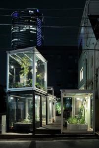 Naast essays bevat het boek ruim honderd projecten, die een praktische invulling laten zien van lokaal verbouwd, verwerkt en verkocht voedsel. Een daarvan is Roppongi Nouen Farm in Tokyo.