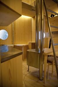 Cassina maakte in 2012 een replica van de Refugé Tonneau, een Alpenhut uit 1936 van Charlotte Perriand.