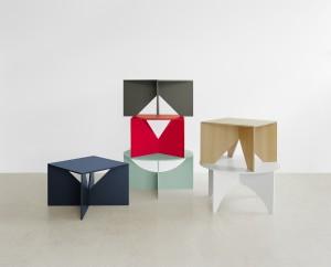 Het Duitse merk E15 kwam met de Kramer Kollektion, een serie strenge meubels ontworpen door de modernistische architect Ferdinand Kramer.