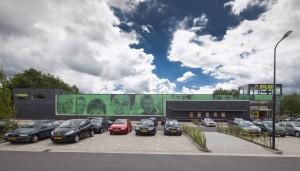 K3H architecten toverde een gedateerd en deels leegstaand retailgebouw in het centrum van Klazienaveen met een aantal simpele, low budget ingrepen om tot een fris, eigentijds winkelpand.