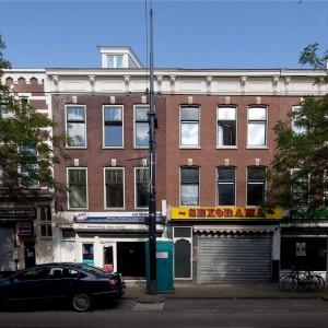 De Nieuwe Binnenweg in Rotterdam was jarenlang berucht om zijn junks en hangjongeren, obscure belhuizen en nagelsalons, smerige stoepen en dichtgetimmerde etalages. Totdat in 2008 een aantal ondernemers aan de bel trok bij de gemeente over de verpauperde staat van hun straat.