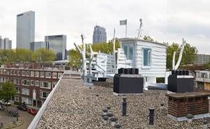 Sander Bokkinga, maquette jachthut op het dak van zijn eigen huis, fotomontage 2012.