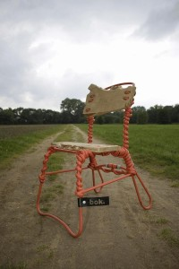 Sander Bokkinga, stoel gemaakt met tuinslangen, 2008.