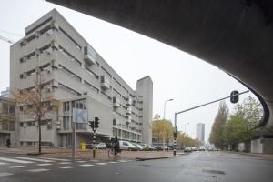 Het Koninklijk Conservatorium, de ritmes in de gevel aan de Juliana van Stolberglaan verbeelden noten op een notenbalk. Foto: Luuk Kramer