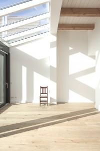 De woningen bestaan uit verschillende volumes met verschillende vloer en plafondhoogtes
