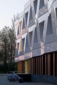 De Veilige Veste in Leeuwarden van KAW architecten. De composiet gevelelementen van Polux zijn puur cosmetisch. • Foto Gerard van Beek.