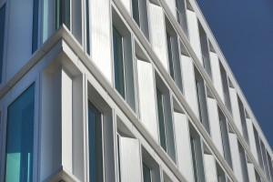 Kantoor voor Dienst Sociale Zaken en Werk gemeente Groningen. Opgeleverd 2013, MVSA Architects. De composiet elementengevel is geleverd door Rollecate • Foto Gerard van Beek.