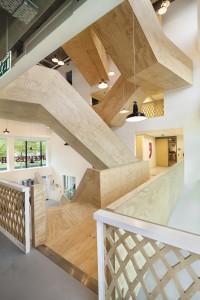De trap van De Burgemeester is communicatiemiddel en 'verticale lobby'. Foto: Studioninedots