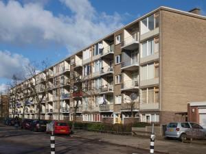 4. Bestaande situatie van het gebouw aan de Marco Pololaan in Kanaleneiland Utrecht, westkant bij de weg (in februari 2013).