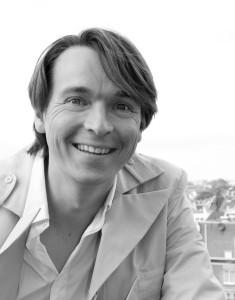 Wouter Valkenier studeerde van 1996 tot 2003 Architectuur en stedenbouw aan de TU Delft, werkte bij Hoorn Zandvoort Advies en One Architecture en begon in 2007 met Studio Valkenier.