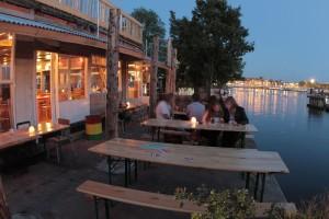 Hannekes Boom…sinds 1662. Wouter Valkenier maakte het winnende prijsvraagontwerp voor een tijdelijke horecavoorziening op de Hannekes Boom, een culturele ontmoetingsplek die Cradle-to-Cradle gebouwd is met een link naar de historie, een haven en terras; een meerwaarde voor de stad Amsterdam. Hannekes Boom is een plek waar men samen creëert; of het nu om dans, eten, muziek, beeldende of andere kunst gaat: zij is door de Gemeente Amsterdam benoemd tot culturele hotspot.