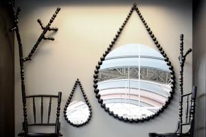 Extension Chairs en spiegels met ingevreesde kralen van bakeliet. 3. Arjan Vaandrager en Sjoerd Vroonland startten in 2010 hun bedrijf.