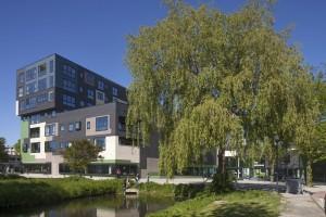 8. Appartementen onttrekken de de sportzaal aan het zicht. • Foto Luuk Kramer