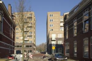 Doorkijkje tussen de twee blokken. Foto: Sanne van Bekkum