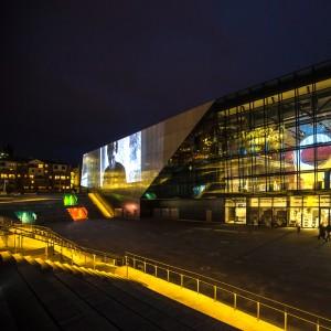 Het nieuwe concertgebouw in Stavanger, Noorwegen, heeft grote tribunetrappen die ook gebruikt worden voor buitenconcerten, Ratio Arkitekter, 2012