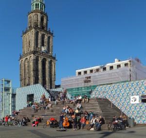Tribunegebouw met VVV en informatiecentrum op de Grote Markt in Groningen, ontwerp Bureau Noordeloos