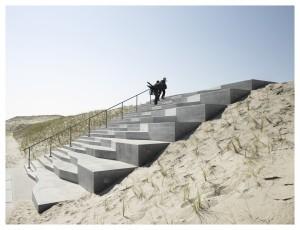 Ook de trappen op de Maasvlakte zijn zowel verblijfsruimte als schakelstuk. Ontwerp Jan Konings, 2012. Foto Bas Princen
