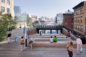 High Line bij 10th Avenue Square in New York. Ontwerp James Corner Field Operations, Diller Scofidio + Renfro, en Piet Oudolf, 2009