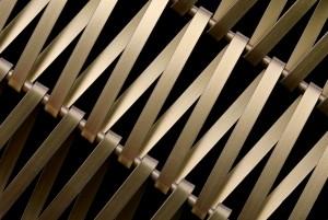 Het geweven membraan met een eenvoudige geometrie is op maat gemaakt op basis van het Escale spiraalweefsel, gefabriceerd door GKD voor het nieuwe theater in Albi.