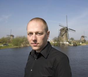 Sander Lap (1979) werkt vanaf 2002 bij West 8. Na het winnen van Europan en Archiprix richt Lap in 2009 zijn eigen bureau op, LAP Landscape & Urban Design
