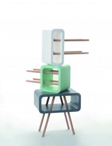 Open Minded (2012) is multifunctioneel: het kan als tafeltje, kastje en krukje dienen.