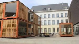 Academie van Schone Kunsten - voorplein met Café Europa
