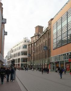 Bijenkorf, Marks & Spencer, P&C en Barbara Plaza. Vier compleet verschillende gebouwen.