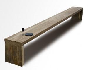 Tafel HeelGroot wordt gemaakt van hergebruikt hout en heeft een lengte van maximaal 6 meter, zonder extra versteviging in het midden.