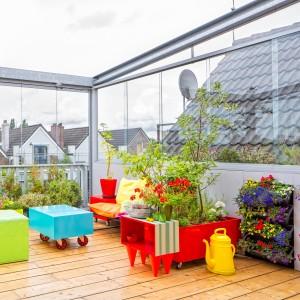 3. Tussenstand cabrioterras: zijpanelen dicht, dak open. Om zoveel mogelijk planten te plaatsen zijn aan de zijkanten ook bloembakken schuin boven elkaar geplaatst. Foto Jonathan Collingridge