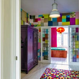 9. Op de onderste van de twee verdiepingen zijn drie kleurrijke kamers en suite. Foto Jonathan Collingridge
