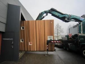 Small House op transport van Amersfoort naar Londen