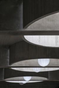 Lichtkoepels abstraheren van binnenuit de relatie met de buitenwereld. Foto Peter de Ruig