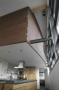 Boven in de achterste helft van de ark hangt het privedeel met slaapkamer en sanitaire ruimten