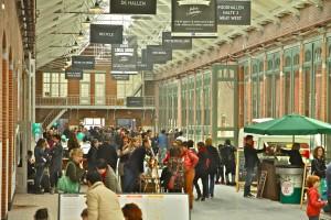 Er zijn veel functies samengebracht in de Hallen, waaronder een bioscoop, restaurant en markt