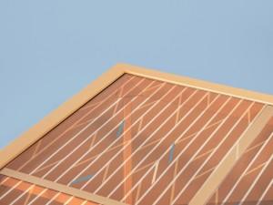 Current Table (2014): een fotovoltaïsche laag dye sensitised solar cells is opgenomen in het glazen tafelblad.