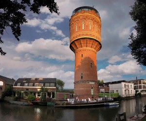 Watertoren Heuveloord Utrecht naast de Pastoefabriek. Ontwerp en beeld Architectuurbureau Sluijmer en van Leeuwen