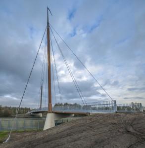 Fietsbrug over de A27, geïnspireerd op de maritieme historie van Harderwijk. Won in 2014 de FSC keten-award . Foto John Lewis Marshall
