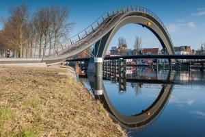 Melkwegbrug in Purmerend over het Noordhollands kanaal. Ontwerp: Next architects