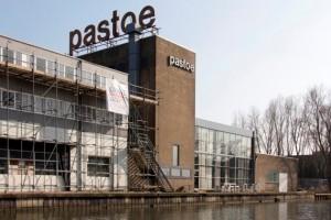Pastoe aan Vaartsche Rijn Utrecht, bouwdelen uit 1926, 1969 en 1927 (v.l.n.r.). Beeld Hendriks.