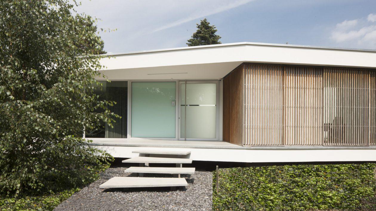 Zwevende woondoos for Modern minimalist bungalow
