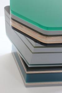 Gemstone table bestaat uit lagen gekleurd polyester en multiplex, Hella Jongerius 2013.