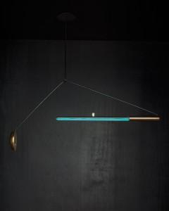 Teresa van Dongen presenteerde in 2014 Ambio, een lichtarmatuur die licht geeft door de werking van bio-luminescente bacteriën