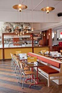 Voor de Amsterdamse Brouwerij Troost bedacht la Bolleur concept, merk, website en interieur. 2014.