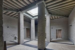 Interieur aula begraafplaats Drunen (1984-85), architect Jan de Jong.