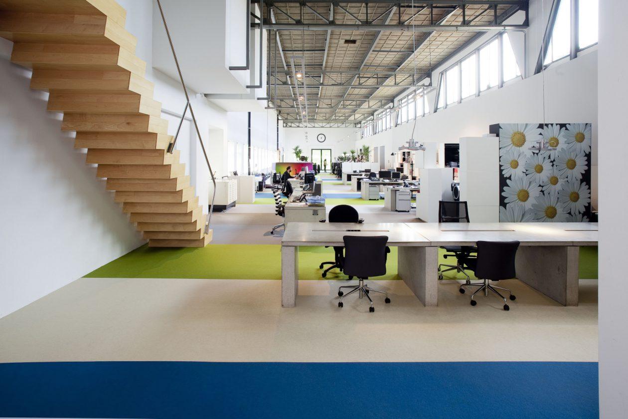 Kleurrijk interieur gebouw Bloembollencultuur - Architectuur.nl
