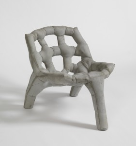 Studio Remy &  Veenhuizen, Soft Moulding: betonnen stoel 2014. Foto Centraal Museum Utrecht / Adriaan van Dam