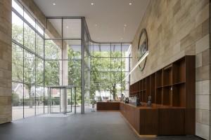 Museum MORE Gorssel - entreehal met shop en receptiemeubel - Hans van Heeswijk architecten - Luuk Kramer