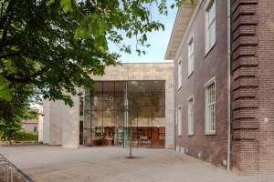 Museum MORE Gorssel - pui entreehal, rechts de oudbouw - Hans van Heeswijk architecten