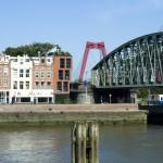 Woning naast de Hef door Kuhne architecten zicht vanaf de Koningsbrug met op de achtergornd de Willemsbrug